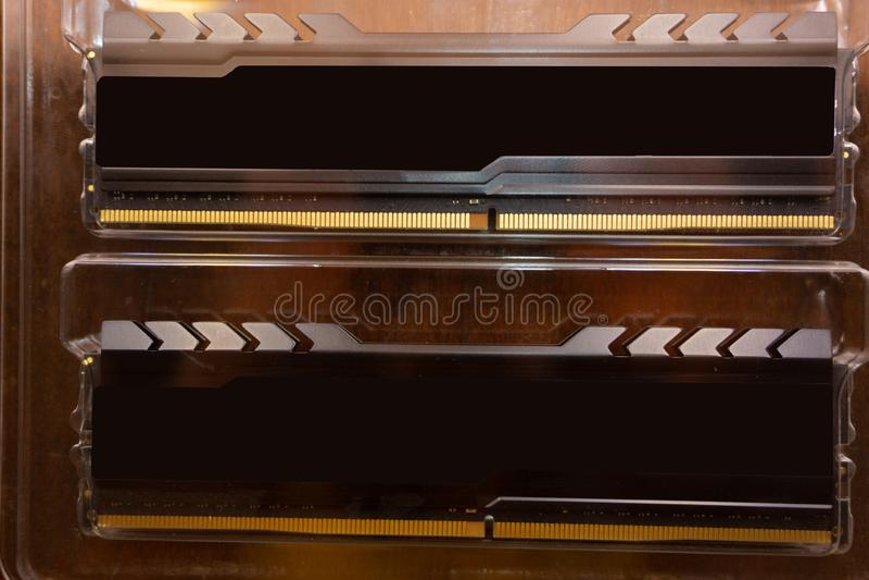Foto des Gedächtnismoduls DDR RAM lokalisiert auf weißem Hintergrund stockfotos