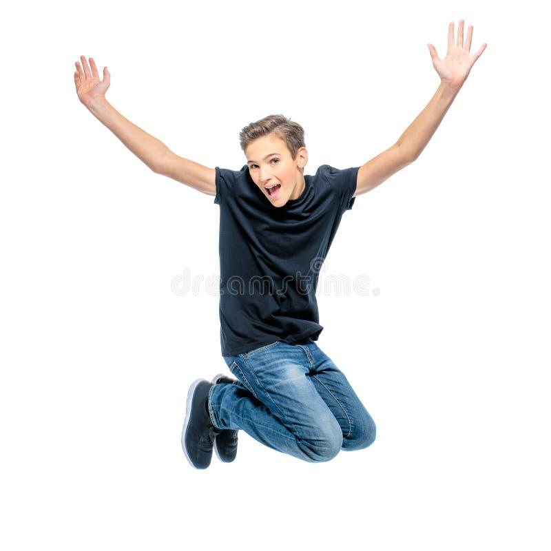 Foto des glücklichen Teenagers springend mit den Händen oben stockbilder