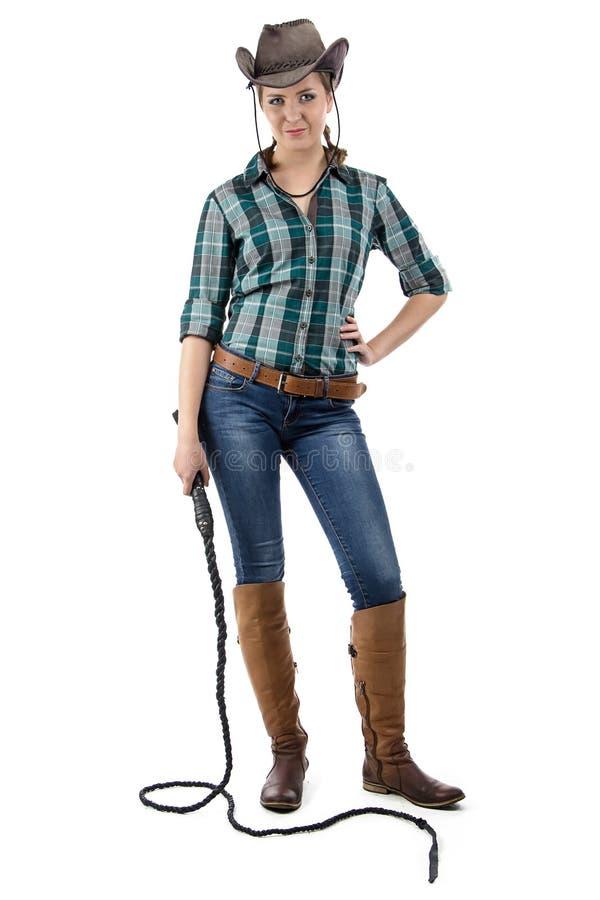 Foto des lächelnden Cowgirls mit der Peitsche stockfotos