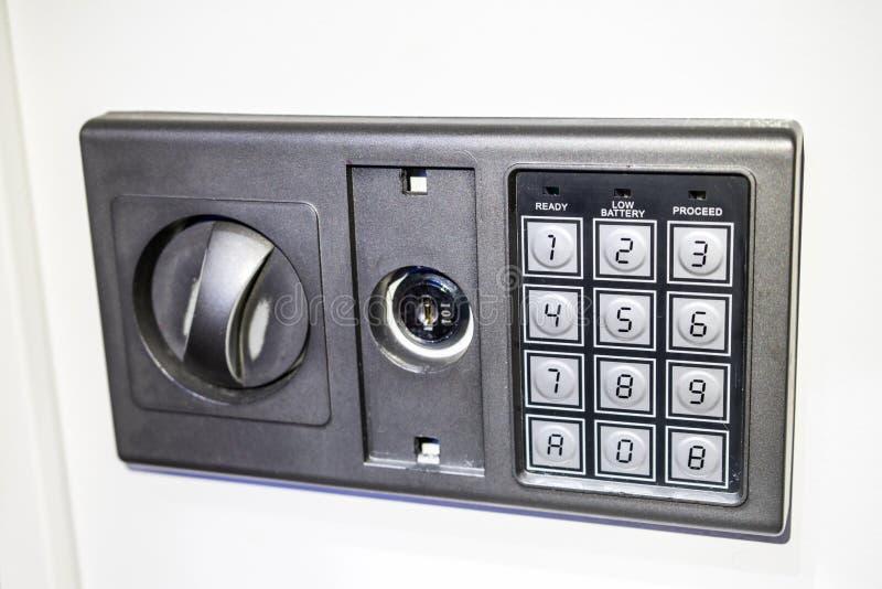 Foto des Vorderteils des Safes mit einem elektronischen Codesatz stockfoto