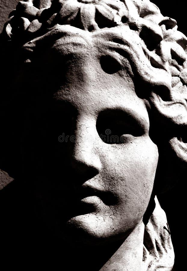 Foto di alto contrasto di una scultura greca fotografie stock