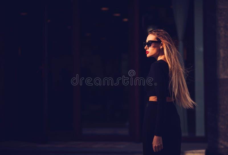 Foto di bella giovane donna fotografie stock libere da diritti