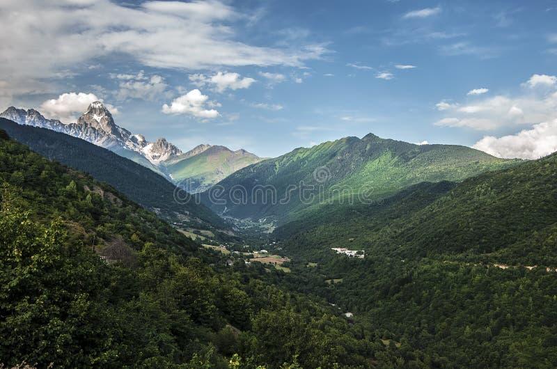 Foto di concetto di turismo di viaggio Georgia/Svaneti/Mestia immagini stock libere da diritti