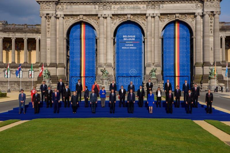 Foto di famiglia dei leader mondiali, prima del lavoro della cena alla SOMMITÀ di NATO 2018 fotografia stock