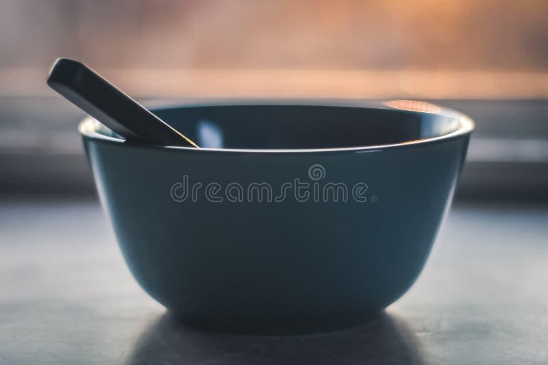 Foto di Gray Bowl con messa a fuoco ridotta fotografia stock