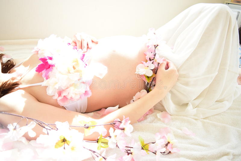 Foto di maternità delle donne che sono incinte immagini stock