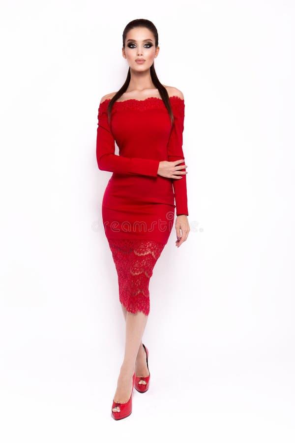 Foto di modo di giovane donna magnifica in vestito di lusso fotografia stock libera da diritti