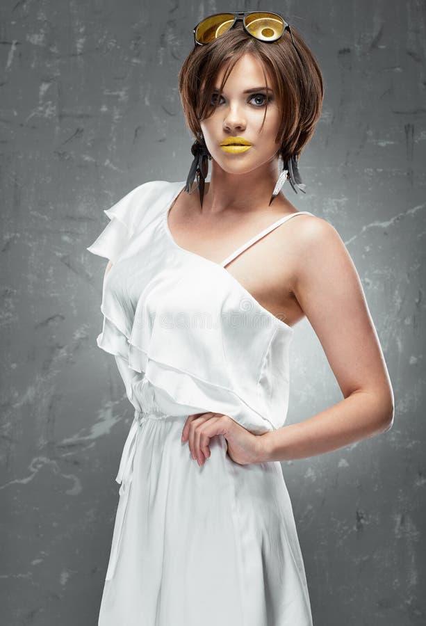 Foto di modo di giovane modello immagine stock
