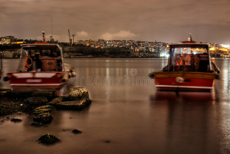 Foto di notte di bosphorus di Ä°stanbul fotografia stock