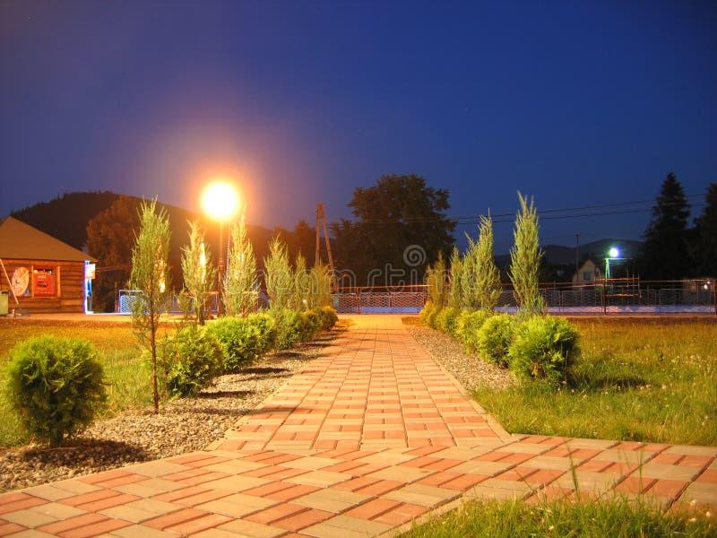 Foto di notte di una pavimentazione fotografia stock