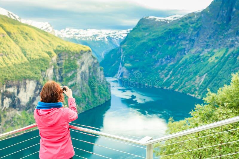 Foto di presa turistica dal punto di vista Norvegia di Flydasjuvet fotografia stock