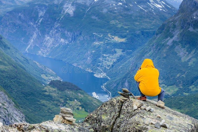 Foto di presa turistica dal punto di vista Norvegia di Dalsnibba immagine stock libera da diritti