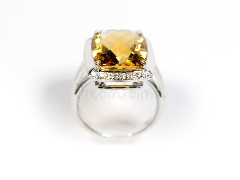 Foto di riserva: Anello di oro bianco giallo dello zaffiro fotografie stock