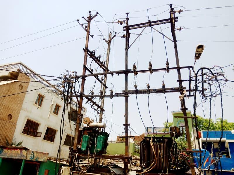Foto di riserva in cattivo stato del sistema elettrico della città fotografia stock libera da diritti
