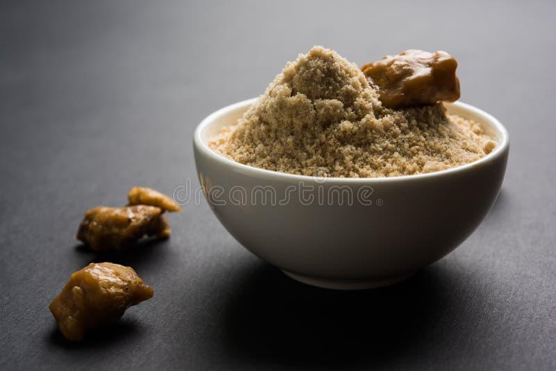 Foto di riserva della polvere/Hing o di Heeng dell'assafetida con il dolce ed il mortaio fotografia stock