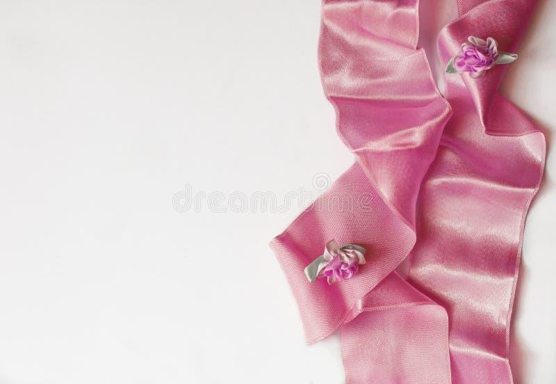 Foto di riserva disegnata Modello da tavolino di nozze femminili con i fiori del Gypsophila del respiro del bambino, foglie verdi immagini stock libere da diritti