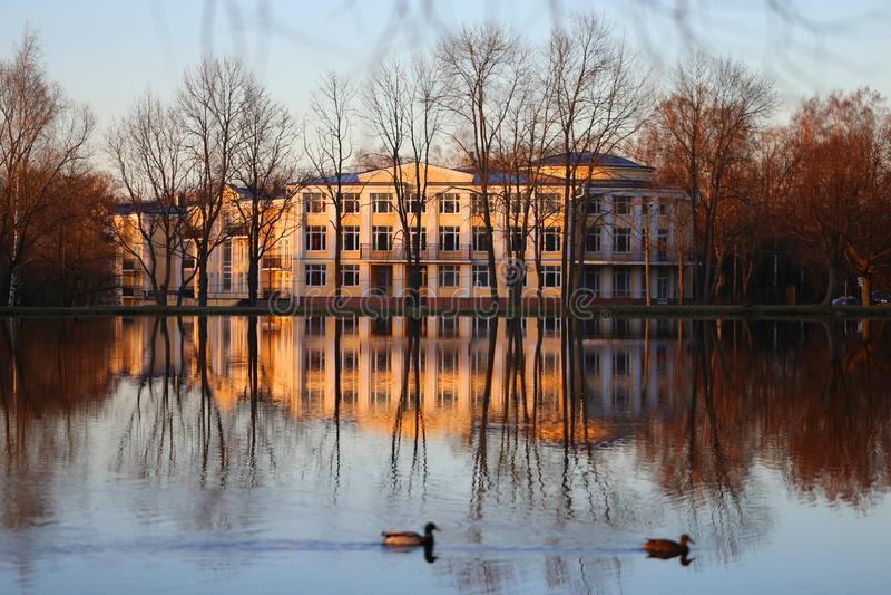 Foto di un palazzo vicino a Pietroburgo immagini stock