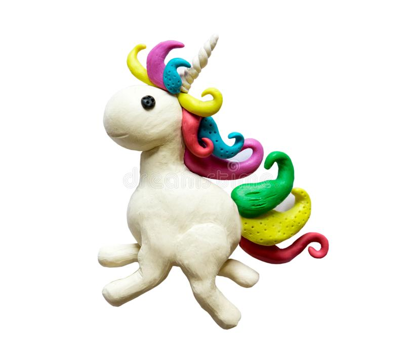 Foto di un unicorno fatto di argilla Plasticine dell'unicorno L'unicorno della plastilina ha modellato da un bambino ed isolato s immagini stock
