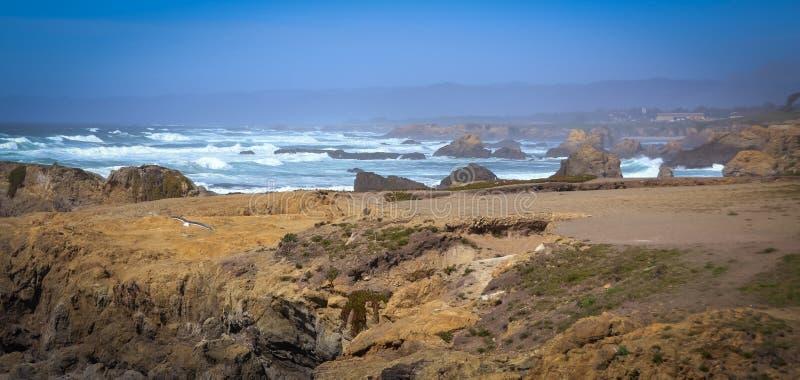 Foto di vetro della traccia della spiaggia a Fort Bragg CA immagini stock