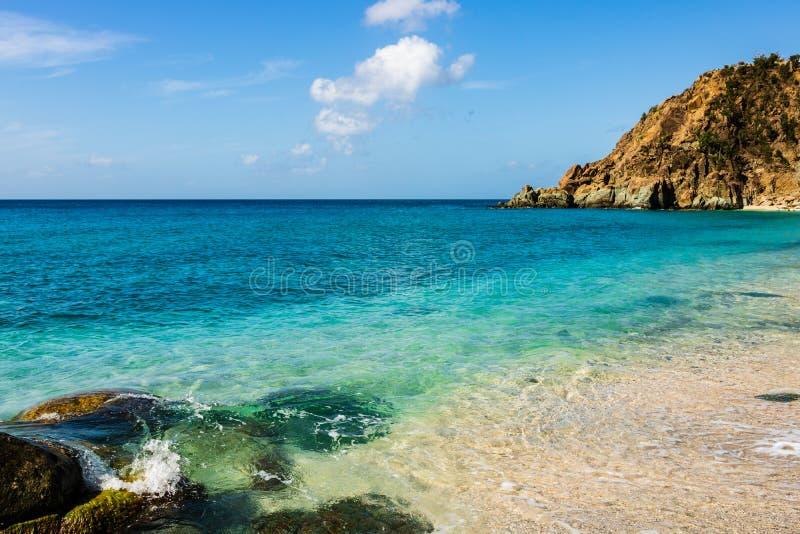 Foto di viaggio dell'isola della st Barth, i Caraibi Shell Beach famosa, nei Caraibi di St Bart della st Barth fotografia stock