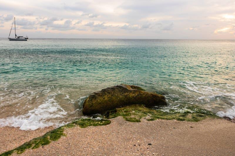Foto di viaggio dell'isola della st Barth, i Caraibi Shell Beach famosa, nei Caraibi di St Bart della st Barth immagini stock