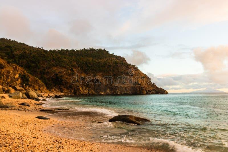 Foto di viaggio dell'isola della st Barth, i Caraibi Shell Beach famosa, nei Caraibi di St Bart della st Barth fotografia stock libera da diritti