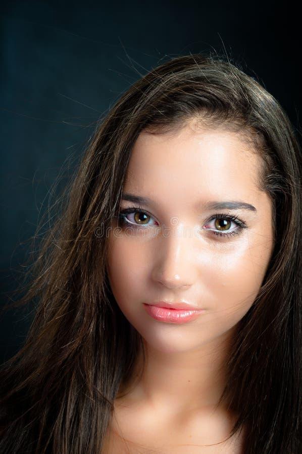Foto di Vouge di giovane bella ragazza immagini stock