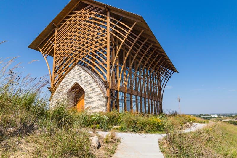 Foto diagonal da elevação lateral do santuário santamente Gretna Nebraska da família imagens de stock royalty free