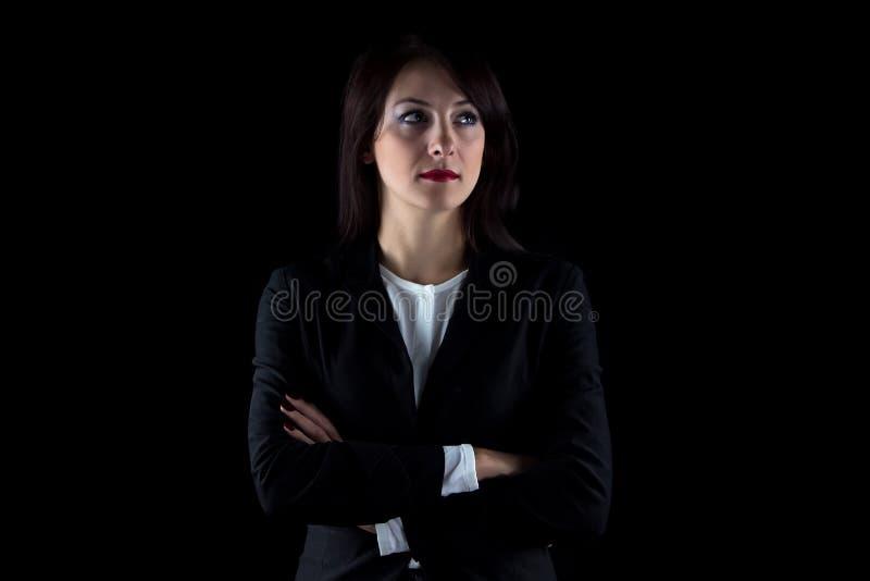Foto die aan de linker donkerbruine bedrijfsvrouw kijken stock foto