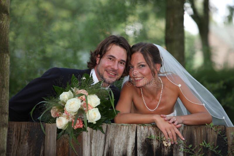 Foto do casamento com ramalhete foto de stock