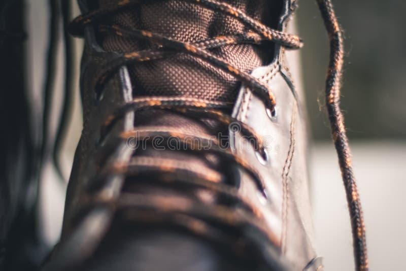 Foto do close up da bota do laço-acima de Brown imagens de stock