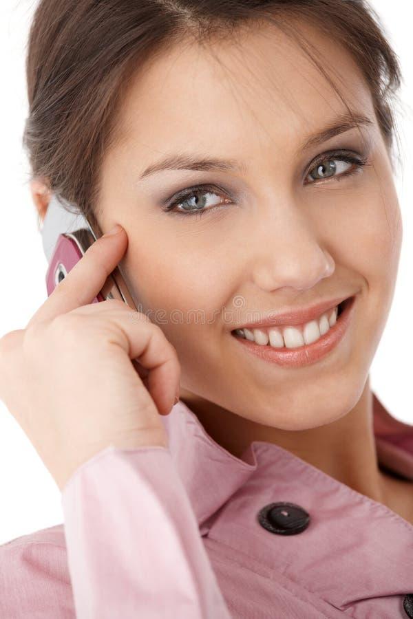 Foto do close up do sorriso atrativo da mulher de negócios imagem de stock royalty free