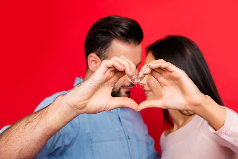 Foto do conceito do amor no meio ele e ela Feche acima do retrato de h imagens de stock