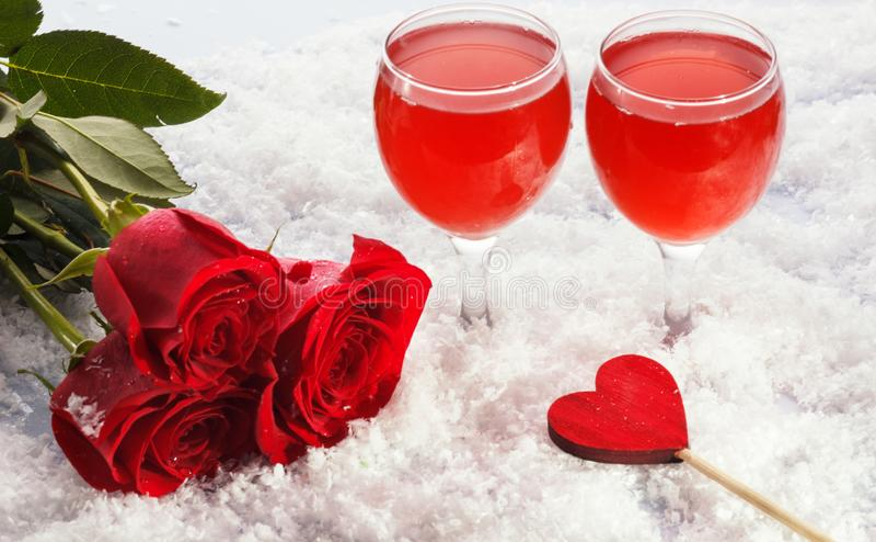 Foto do dia de são valentim do jantar da vida bonita ainda, dois vidros para o champanhe, bebida do álcool, bebida romântica, vin fotos de stock