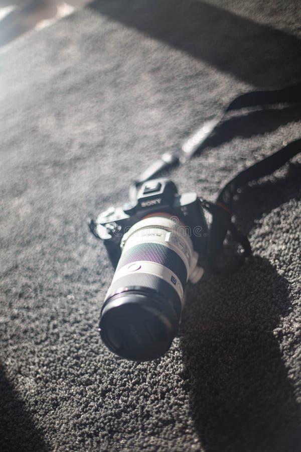 Foto do dslr da câmera de Sony a7ii imagem de stock