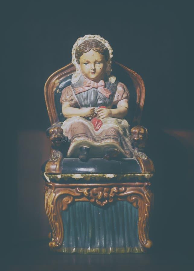 Foto do estilo do vintage de uma estatueta antiga imagens de stock royalty free