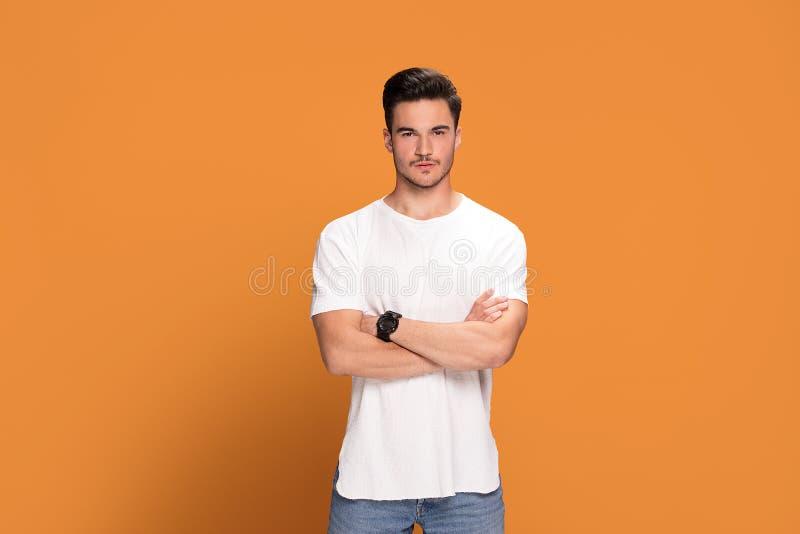 Foto do homem novo considerável imagem de stock