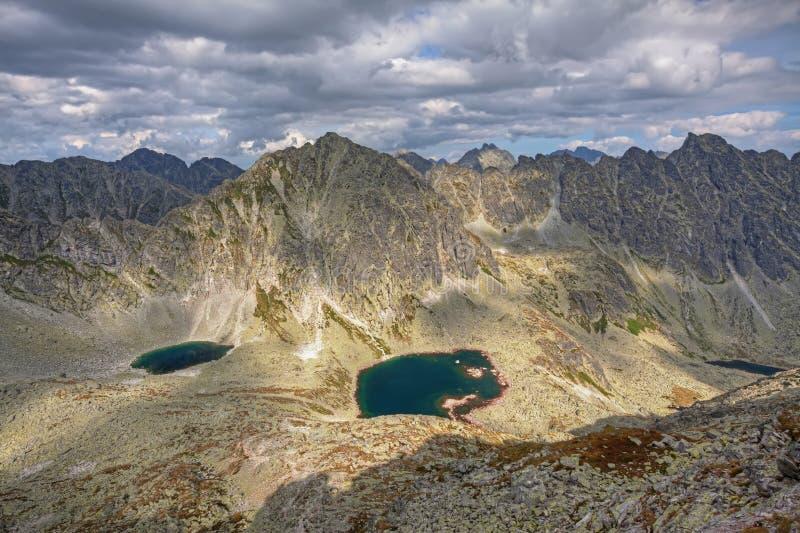 Foto do lago em montanhas altas de Tatra, Eslováquia do dolina de Mlynicka e do pleso de Capie, Europa fotografia de stock royalty free
