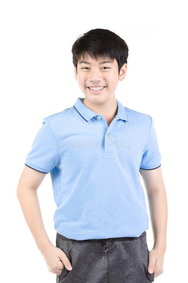 Foto do menino feliz novo asi?tico que olha a c?mera imagens de stock royalty free