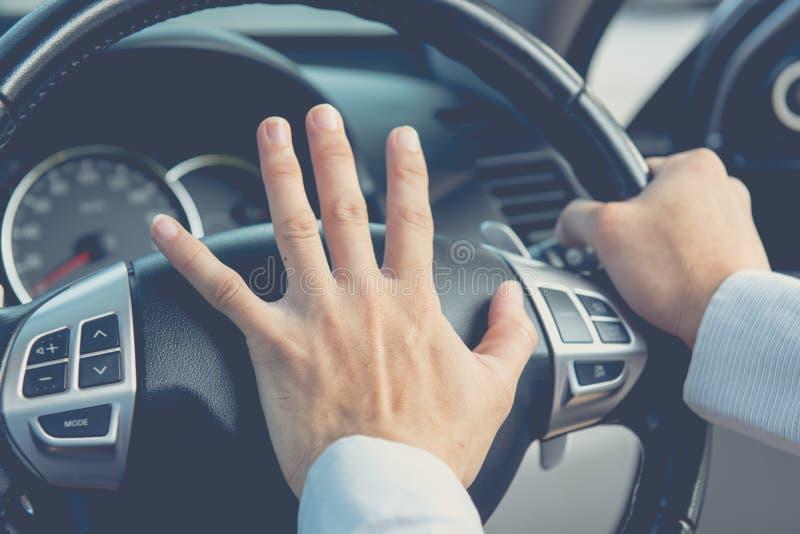 Foto do motorista que buzina, transporte imagens de stock royalty free