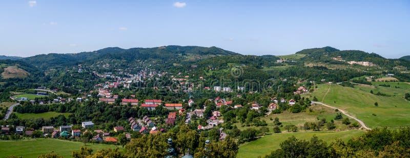 Foto do panorama de Banska Stiavnica, Eslováquia fotos de stock