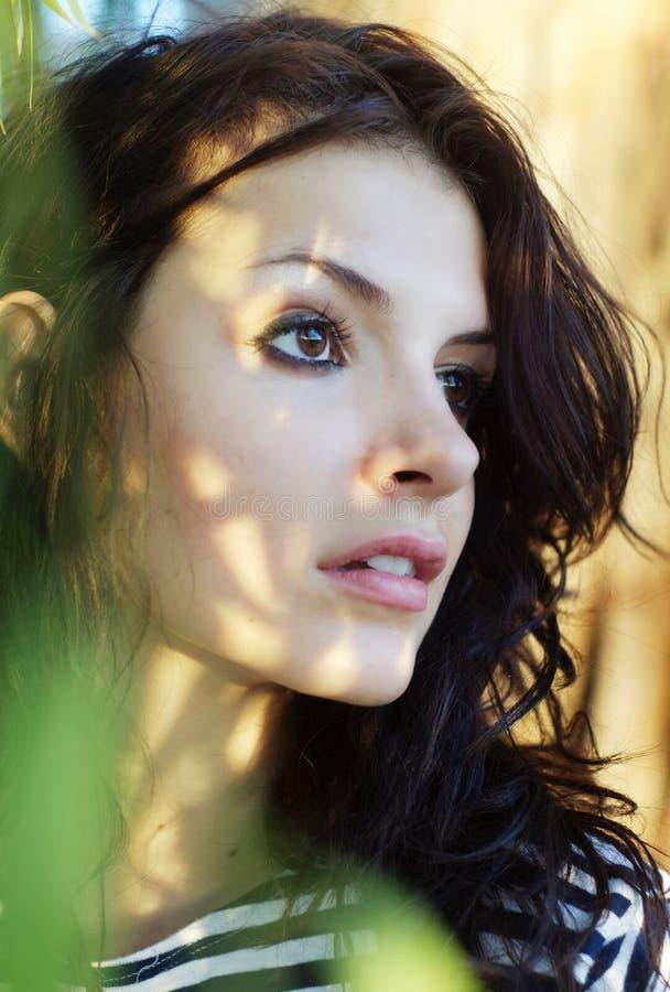 Foto do perfil da vista bonita do adolescente imagens de stock royalty free