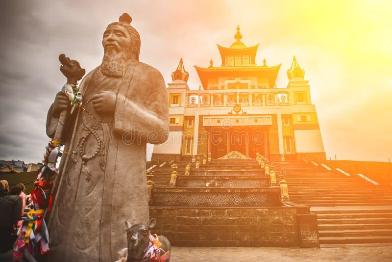 Foto do templo do bhuddhist - domicílio dourado do khurul da Buda Shakyamuni foto de stock
