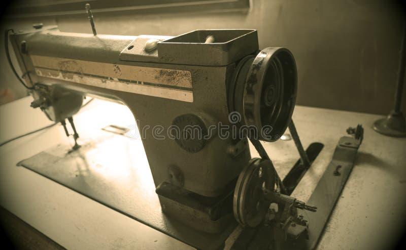 Foto do tom do Sepia da máquina de costura imagens de stock