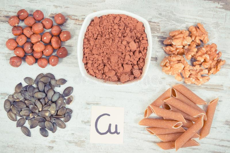 Foto do vintage, ingredientes naturais como o cobre da fonte, minerais e fibra dietética foto de stock royalty free