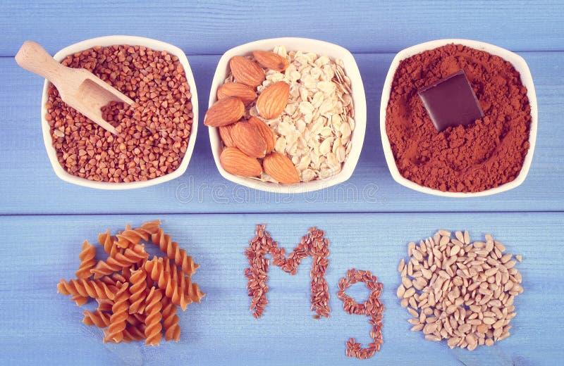 Foto do vintage, ingredientes naturais e produtos contendo o magnésio e a fibra dietética, nutrição saudável fotos de stock