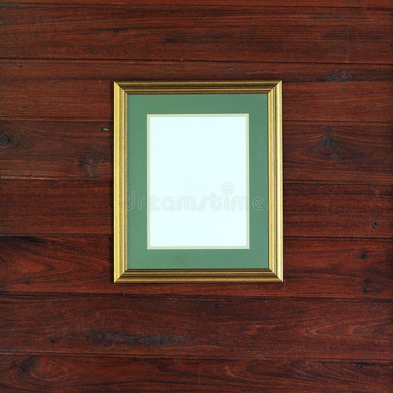 Foto dorata della struttura sulla parete di legno immagini stock