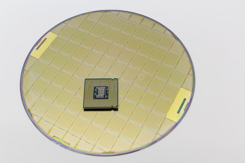 Foto einer Computer-Chip CPU gesetzt auf Siliziumscheibe mit Mikrochip lizenzfreies stockfoto