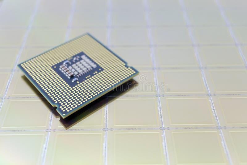 Foto einer Computer-Chip CPU gesetzt auf Siliziumscheibe mit Mikrochip lizenzfreie stockbilder