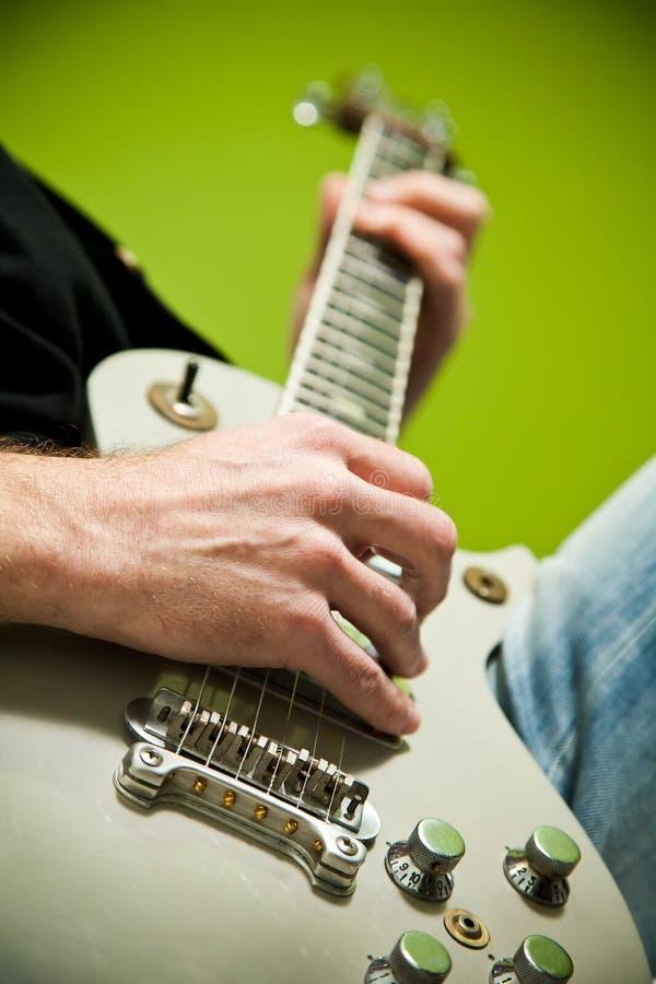Foto einer elektrischen Gitarre, die gespielt wird. stockbilder